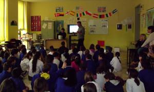 Progetto riciclo Affi scuola primaria lezione in classe