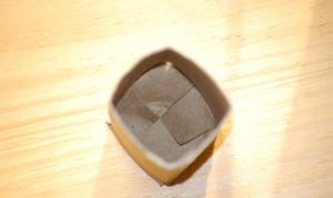 Vasetto in carta riciclata con rotoli esauriti carta igienica