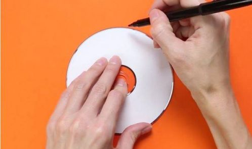 Riciclare la carta per fare una zucca