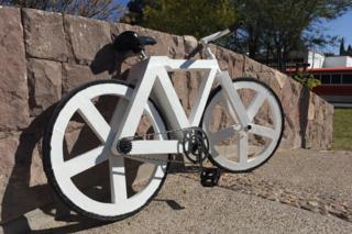Mobilità sostenibile con la bicicletta di carta