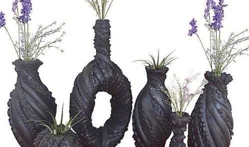 Scultura con pneumatici riciclati, vasi